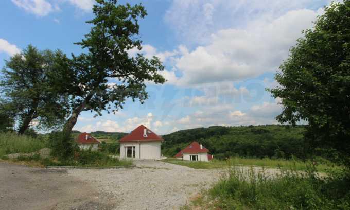 Уникално вилно селище с кръгли къщи на 50 км от Велико Търново  67