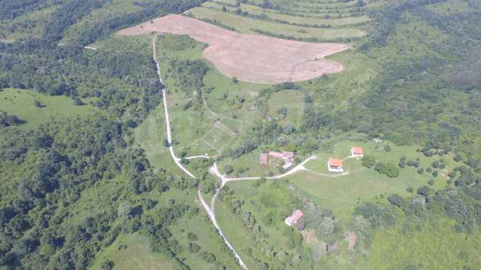 Уникално вилно селище с кръгли къщи на 50 км от Велико Търново  7