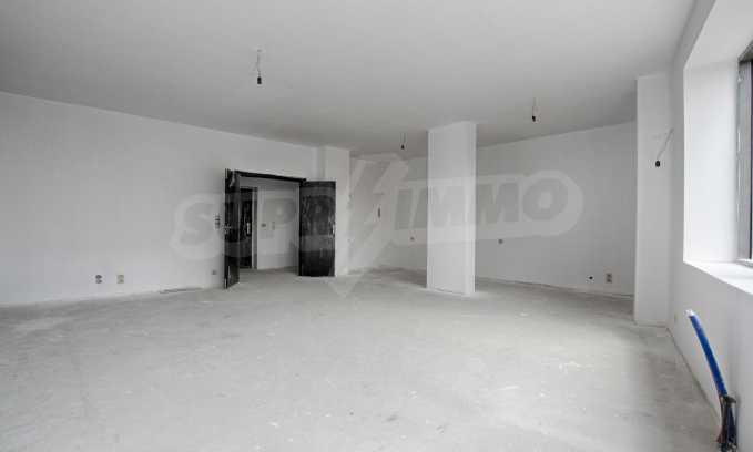 Многостаен апартамент в нова сграда на Околовръстен път 9