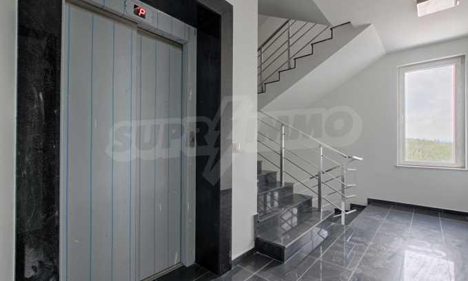 Многостаен апартамент в нова сграда на Околовръстен път 11