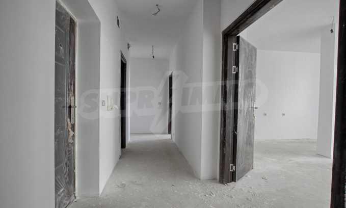Многостаен апартамент в нова сграда на Околовръстен път 2