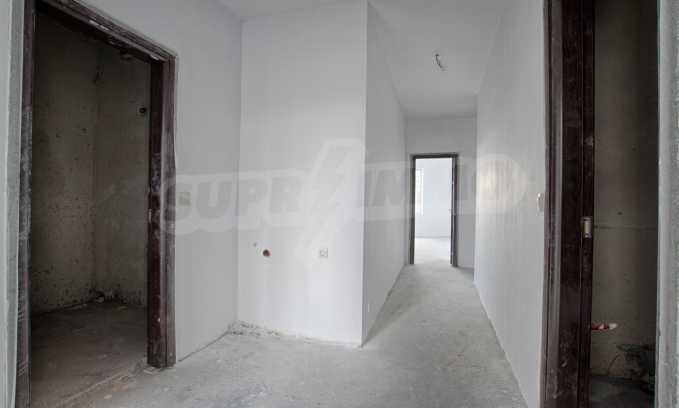 Многостаен апартамент в нова сграда на Околовръстен път 5