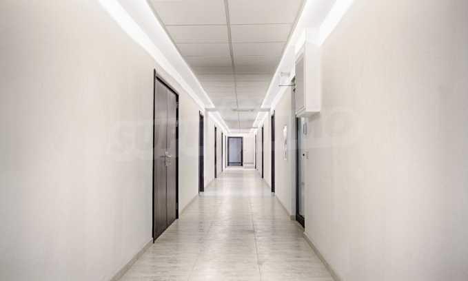 Просторен офис в представителна сграда на Околовръстен път 1