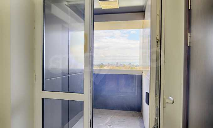 Просторен офис в представителна сграда на Околовръстен път 14