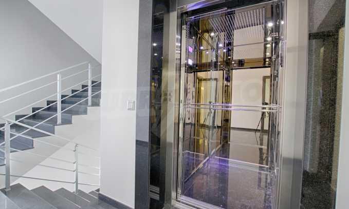 Просторен офис в представителна сграда на Околовръстен път 16