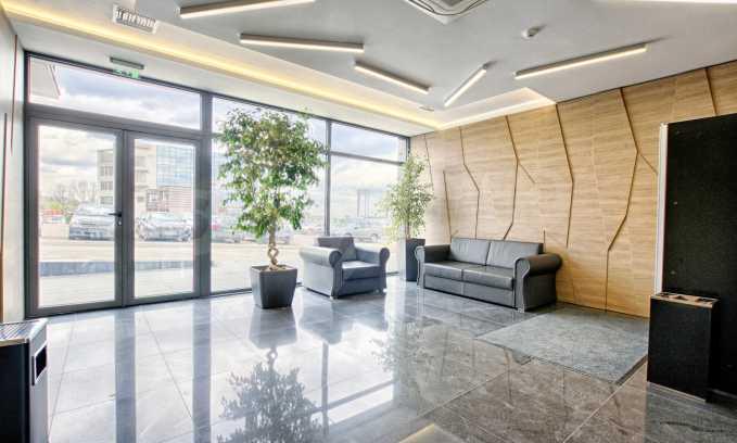 Панорамен офис в стилна сграда на Околовръстен път 25