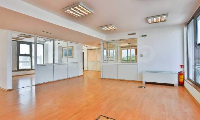 Офис в бизнес сграда висок клас на бул. Цариградско шосе 9