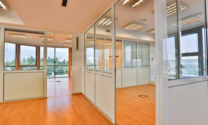 Офис в бизнес сграда висок клас на бул. Цариградско шосе 11