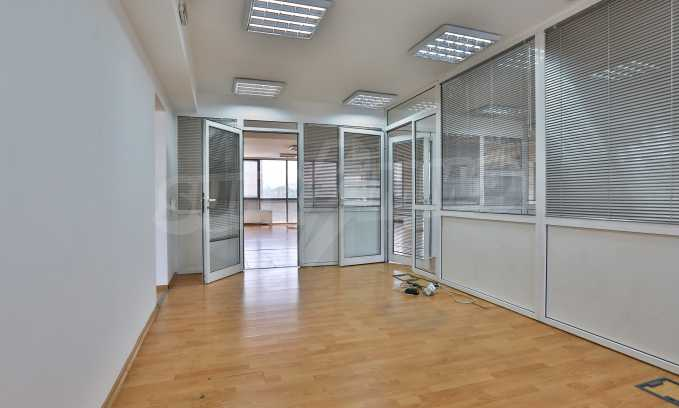 Офис в бизнес сграда висок клас на бул. Цариградско шосе 23