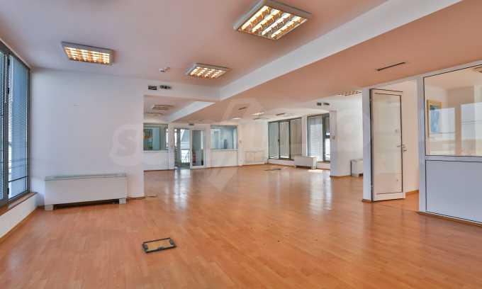 Голям офис в луксозна сграда на бул. Цариградско шосе 14