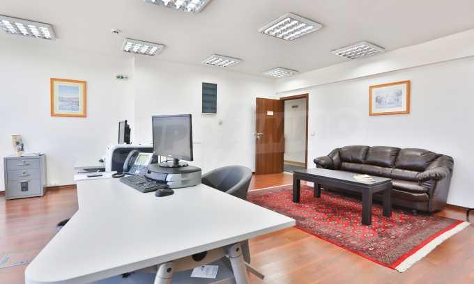 Голям офис в луксозна сграда на бул. Цариградско шосе 31