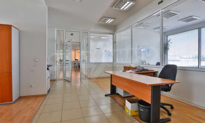 Голям офис в луксозна сграда на бул. Цариградско шосе 34