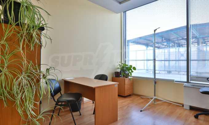 Голям офис в луксозна сграда на бул. Цариградско шосе 5