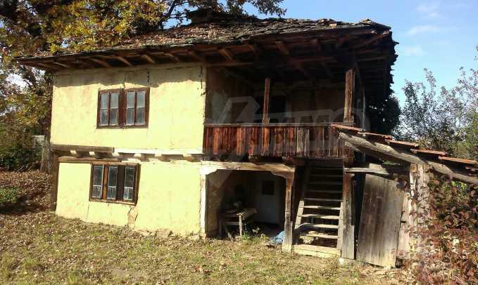 Двуетажна къща в красиво планинско село, до езеро