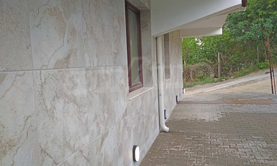 Апартаменти с морска панорама и южно изложение в кв. Бриз  5