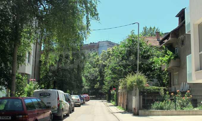 Светъл апартамент в зелената част на кв. Гео Милев 3