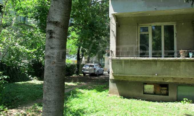 Светъл апартамент в зелената част на кв. Гео Милев 2