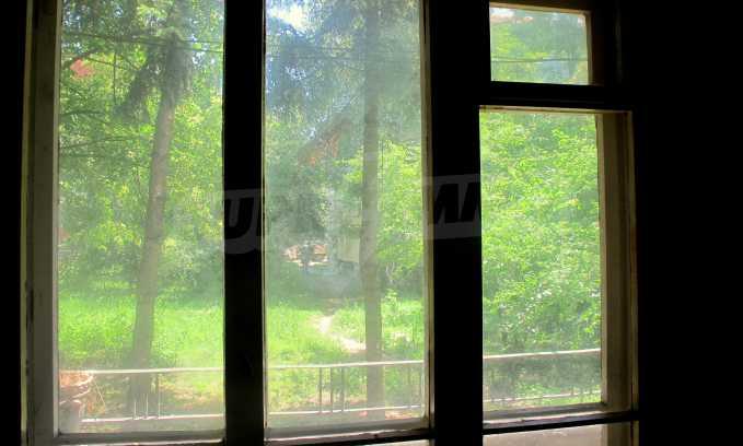 Светъл апартамент в зелената част на кв. Гео Милев 6