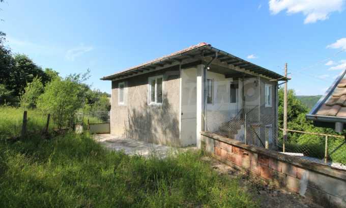Реновирана двуетажна къща само на 5 км от град Габрово  1