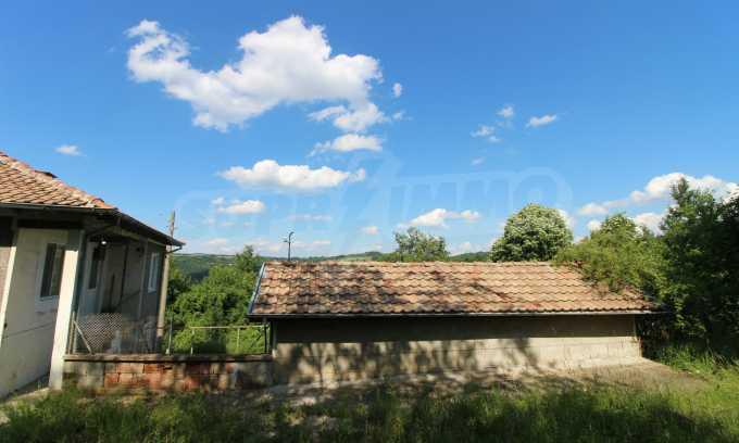 Реновирана двуетажна къща само на 5 км от град Габрово  26
