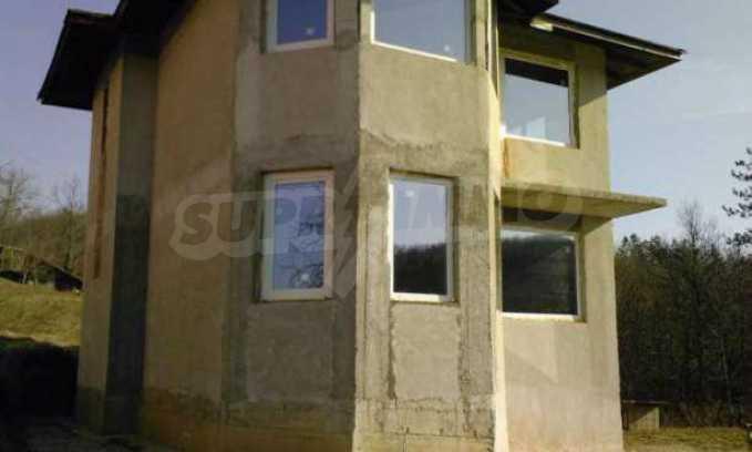 Новопостроена двуетажна къща в квартал на град Габрово