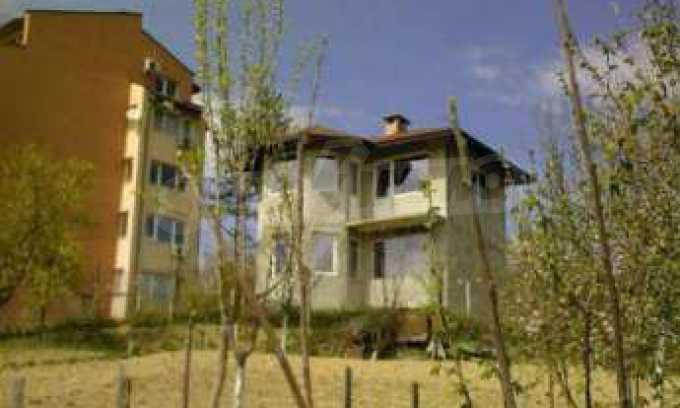 Новопостроена двуетажна къща в квартал на град Габрово 11