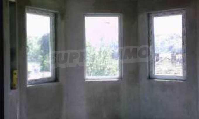 Новопостроена двуетажна къща в квартал на град Габрово 1
