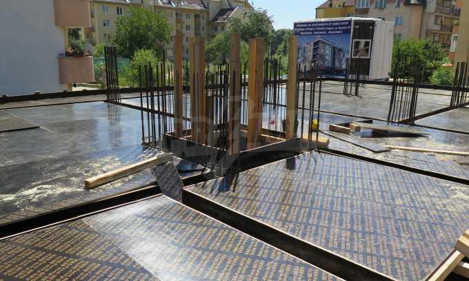 Новострояща се сграда с гаражи в добре развит квартал на София 9