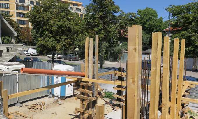 Новострояща се сграда с гаражи в добре развит квартал на София 11