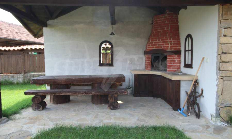 Реновирана Възрожденска къща с двор само на 9 км от град Елена  9