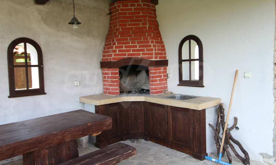 Реновирана Възрожденска къща с двор само на 9 км от град Елена  10