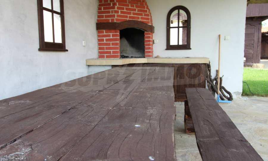 Реновирана Възрожденска къща с двор само на 9 км от град Елена  11