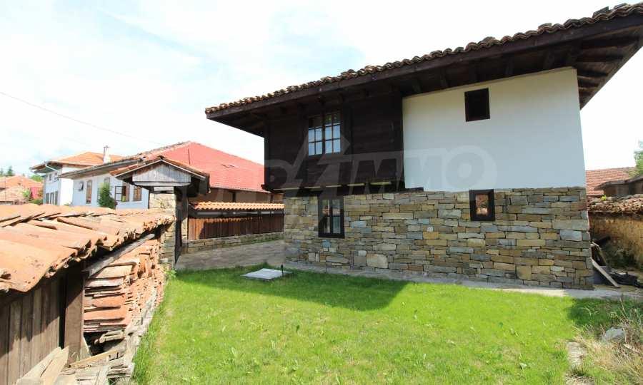 Реновирана Възрожденска къща с двор само на 9 км от град Елена  18