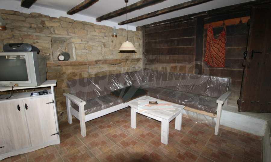 Реновирана Възрожденска къща с двор само на 9 км от град Елена  30