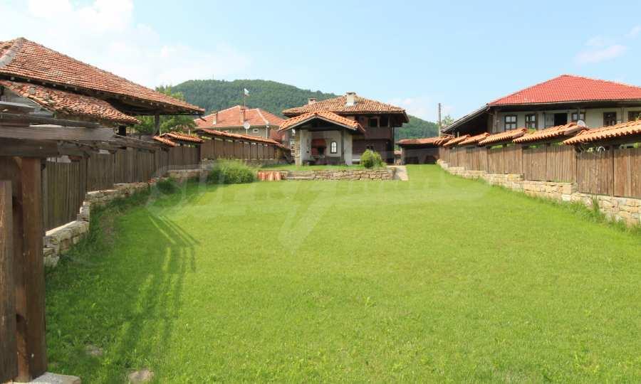 Реновирана Възрожденска къща с двор само на 9 км от град Елена  4