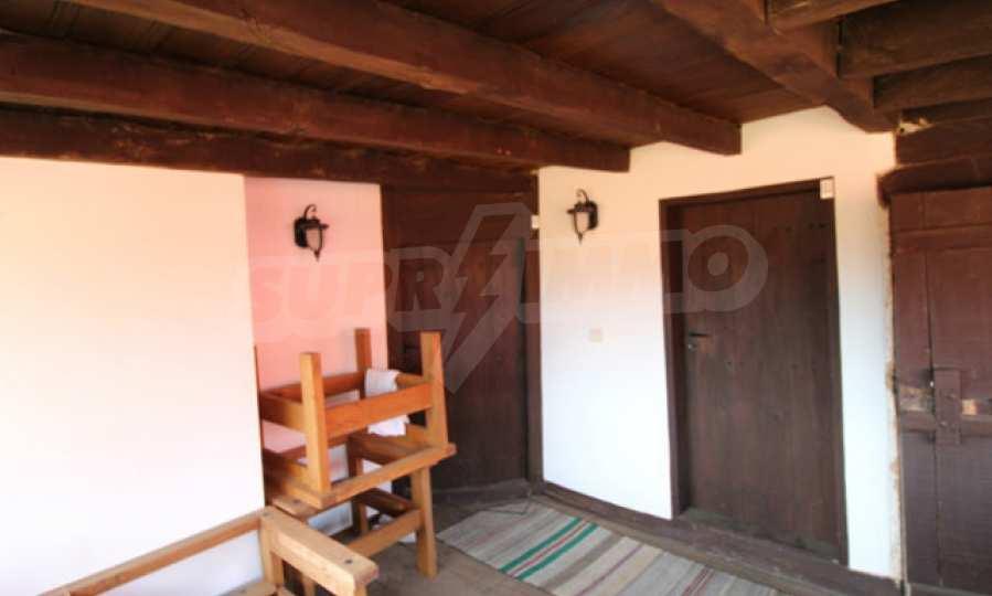 Реновирана Възрожденска къща с двор само на 9 км от град Елена  49