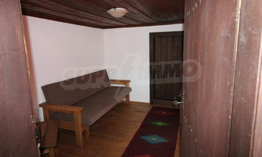 Реновирана Възрожденска къща с двор само на 9 км от град Елена  50