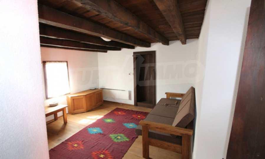 Реновирана Възрожденска къща с двор само на 9 км от град Елена  56