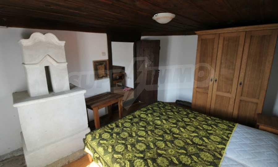 Реновирана Възрожденска къща с двор само на 9 км от град Елена  62