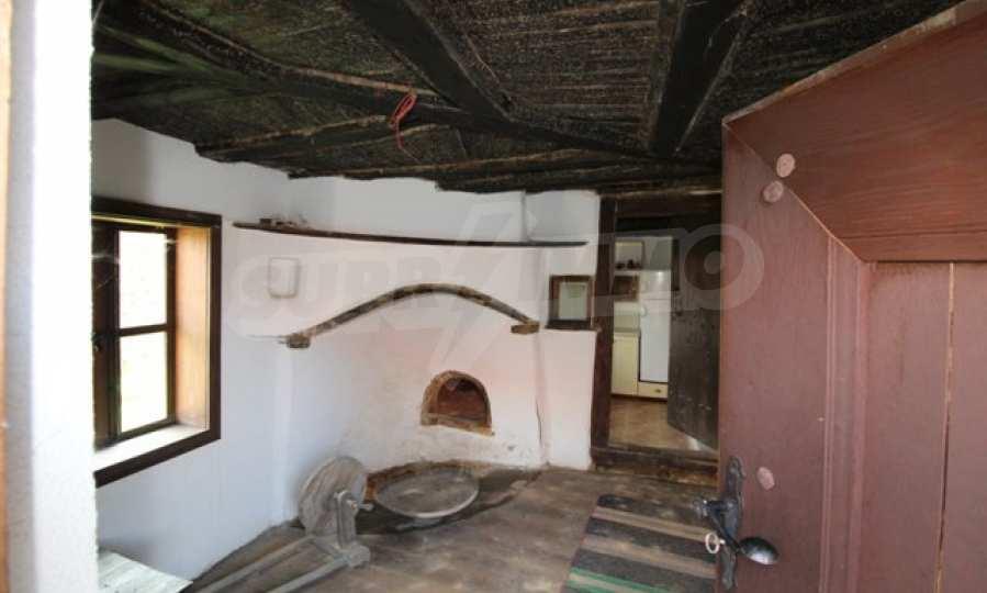 Реновирана Възрожденска къща с двор само на 9 км от град Елена  65