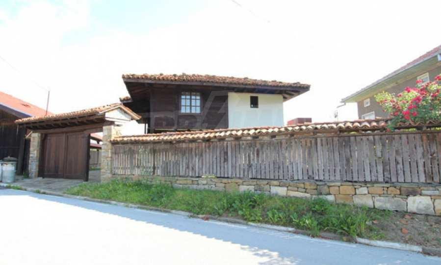 Реновирана Възрожденска къща с двор само на 9 км от град Елена  67
