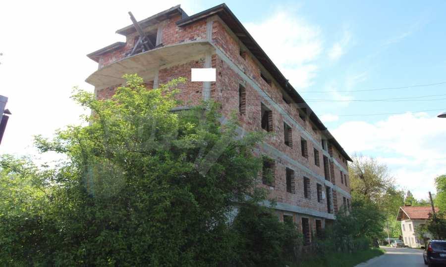 Новопостроен семеен хотел в  квартал на гр. Априлци  13