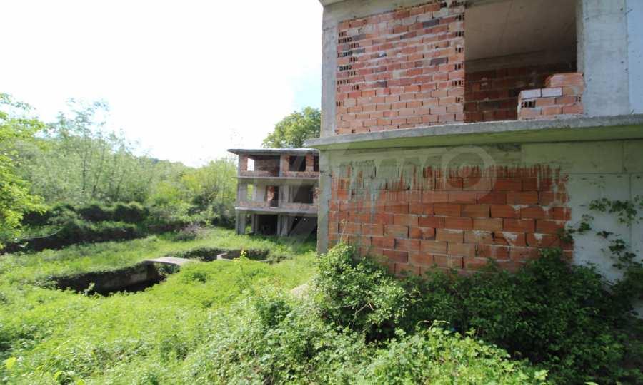 Новопостроен семеен хотел в  квартал на гр. Априлци  15