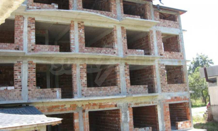 Новопостроен семеен хотел в  квартал на гр. Априлци  1