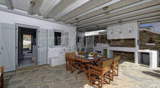 Вила с басейн и морски изглед в Миконос 9