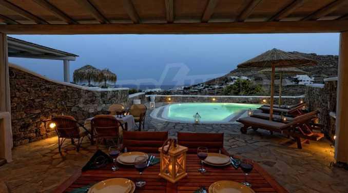 Вила с басейн и морски изглед в Миконос 1