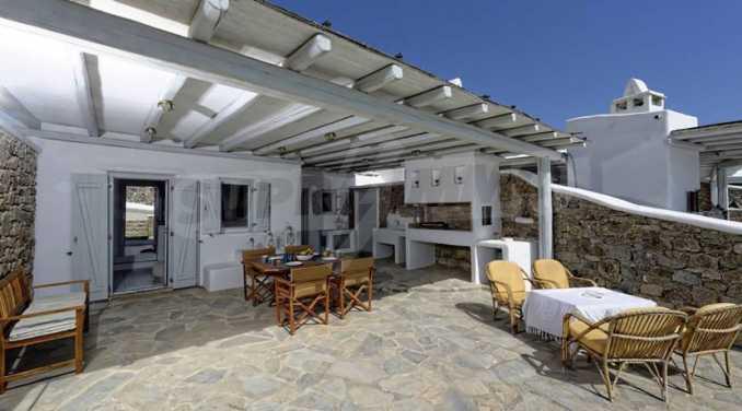 Вила с басейн и морски изглед в Миконос 8