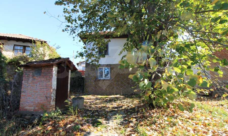 Реновирана двуетажна къща само на 24 км от Велико Търново  11