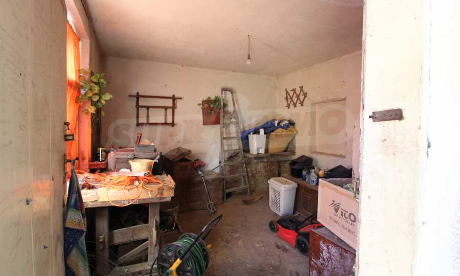 Реновирана двуетажна къща само на 24 км от Велико Търново  13