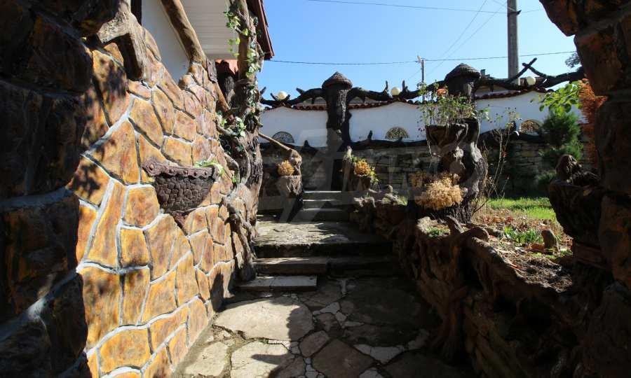 Реновирана двуетажна къща само на 24 км от Велико Търново  16